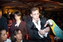 Perroquet retrouve carte signée du spectateur