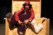 Deux clowns, une boîte