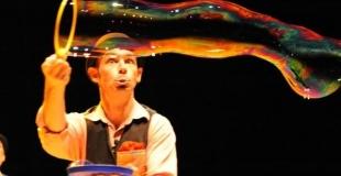 Bulles, jonglerie, clownerie...