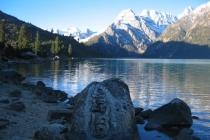les lacs sont les yeux des dragons qui vivent tout au fond !
