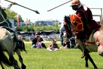 deux cavaliers gladiateurs (équites).