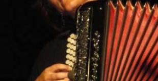 nataly à l'accordéon en concert