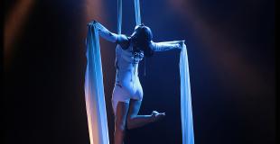 Tissu aérien, drap aérien, numéro de cirque