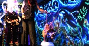 Parade lumineuse avec 2 échassiers et une marionnette