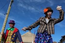 L'échassier clown à confettis !