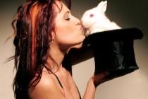 ilva Scali et le lapin dans le chapeau