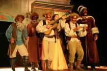 Toute la troupe du Revizor sur scène...