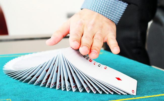 Magicien close-up pour soirée d'entreprise : conseils et devis