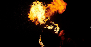 Cracheur de feu pour marché de Noël : conseils et devis