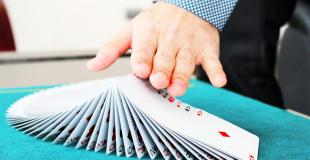 Magicien close-up pour soirée d'entreprise : conseils & devis