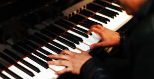 Pianiste classique pour soirée privée et concert : conseils & devis