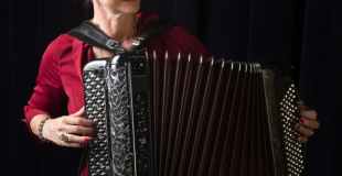 Véronique Rénier, accordéoniste