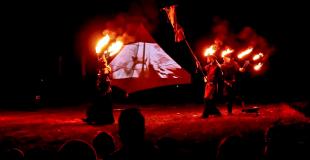 spectacle de feu, jongleurs et cracheur de feu