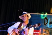 Fabrice : Guitare et chant