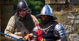 Anno 1392 spectacle médiéval combat costumes