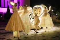 Carrosse-coeur musical lumineux et des Echassiers blancs lumineux