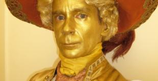 Statue dorée par Philippe Pillavoine