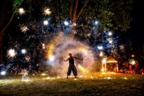 jongleur de feu - spectacle de feu - pyrotechnie